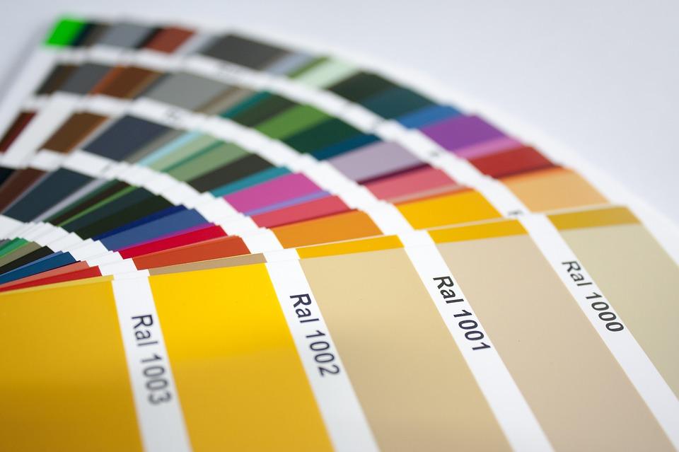 selezione di colori RAL e tinte legno
